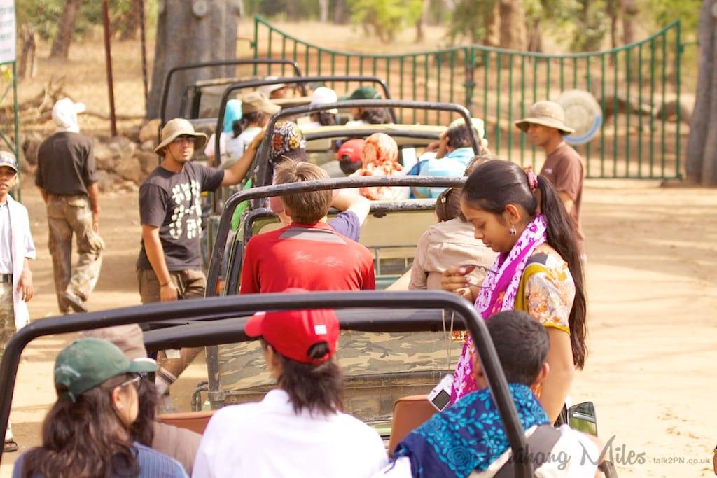 Queue at Tala Gate, Bandhavgarh
